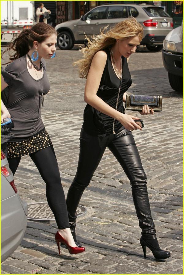 Michelle Trachtenberg & Blake Lively