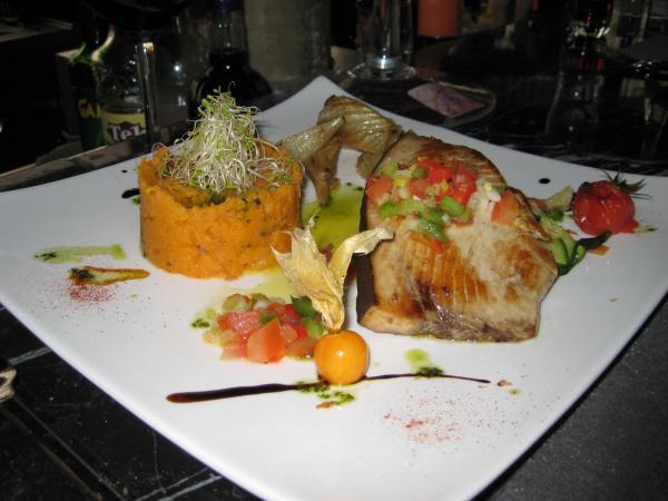 Espadon grillé, mousseline de carottes