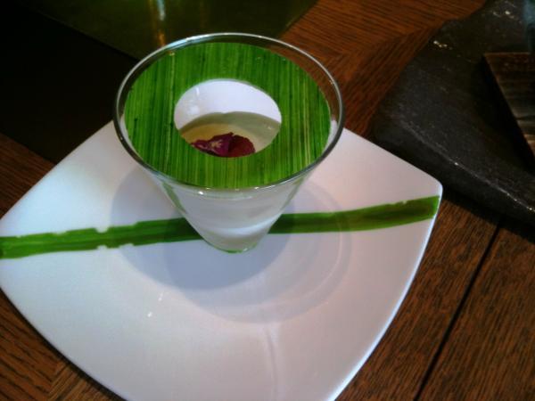 Yoshi, Hotel Métropole, Monaco (Joel Robuchon) - Amando en blanc manger et pistache