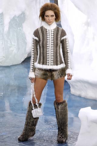 Fall 2010 Ready-to-Wear Chanel Runway