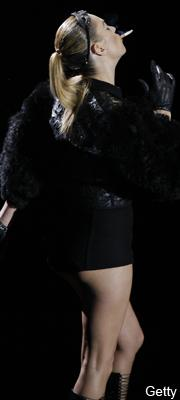Smoking Kate at LV Fashion Show