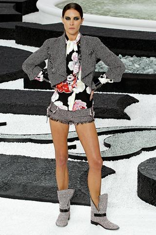Spring 2011 Ready-to-Wear Chanel Runway